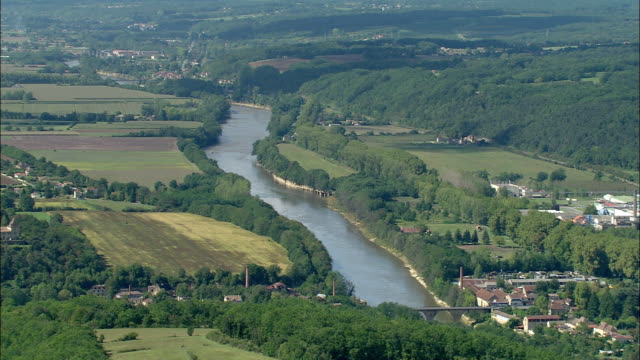 aerial, dordogne valley and river, aquitaine, france - aquitaine stock-videos und b-roll-filmmaterial