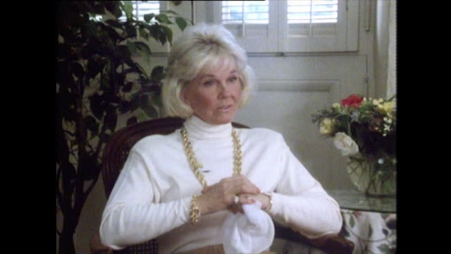 vidéos et rushes de doris day talks about how her image as a 'blonde bombshell' was created by the film studios i had very little to say about it because in those days... - femme soumise