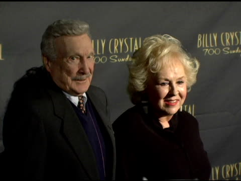 vídeos de stock, filmes e b-roll de doris roberts at the los angeles opening night of the tony award winning broadway show billy crystal '700 sundays' at the wilshire theatre in beverly... - billy crystal