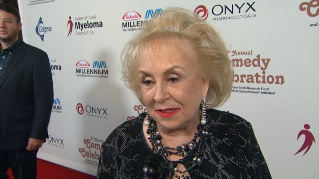 doris roberts on her her favorite memory of peter boyle at the international myeloma foundation's 8th annual comedy celebration benefiting the peter... - peter boyle stock videos & royalty-free footage