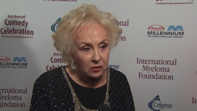 doris roberts on the event, memories of peter boyle at the international myeloma foundation's 3rd annual comedy celebration at los angeles ca. - doris roberts stock videos & royalty-free footage