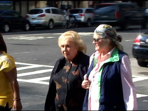 doris roberts takes a walk along 8th avenue in new york 06/15/11 - doris roberts stock videos & royalty-free footage
