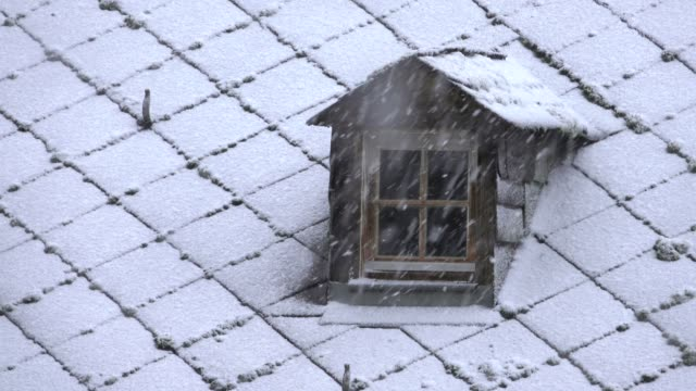 dormer and heavy snowfall, kastel-staadt, rhineland-palatinate, germany, europe - dacherker stock-videos und b-roll-filmmaterial