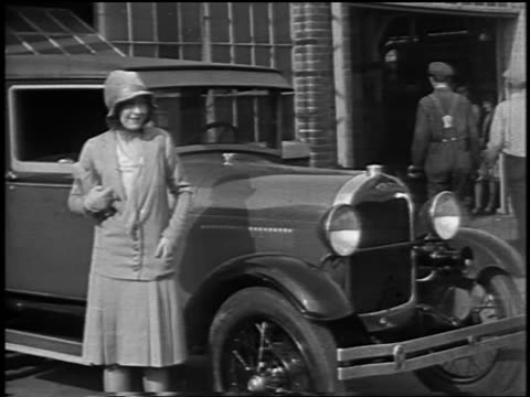 stockvideo's en b-roll-footage met dorothy gish posing for camera by car / newsreel - 1928