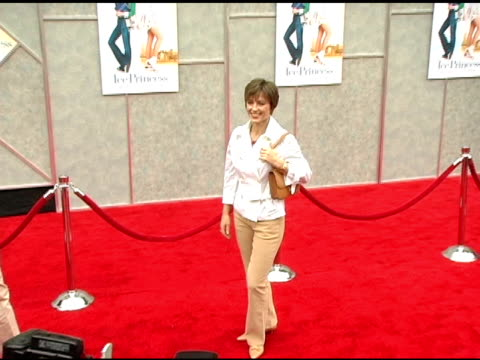 dorothy hamill at the walt disney pictures' 'ice princess' premiere at the el capitan theatre in hollywood, california on march 13, 2005. - el capitan kino stock-videos und b-roll-filmmaterial