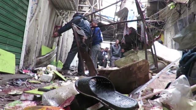 vídeos y material grabado en eventos de stock de dos atacantes suicidas se hicieron explotar el sabado en un mercado de bagdad dejando un saldo de 27 muertos y 53 heridos en un atentado reivindicado... - tan