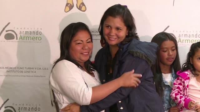 stockvideo's en b-roll-footage met dos hermanas dadas en adopcion a diferentes familias colombianas tras la tragedia volcanica de armero, que dejo unos 25.000 muertos hace 30 anos, se... - adn