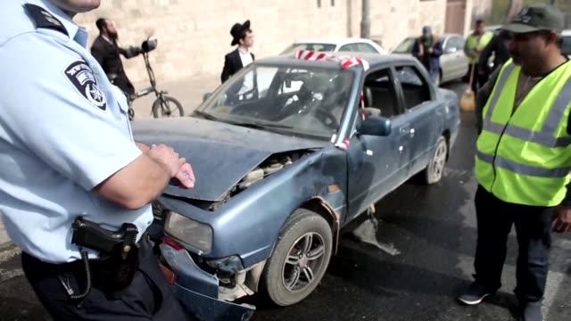 Dos palestinos abrieron fuego en Jerusalen hiriendo a una persona y otro intento acuchillar a miembros de las fuerzas de seguridad israelies en...