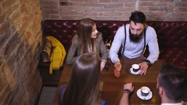 doppeldatio im café - suspenders stock-videos und b-roll-filmmaterial