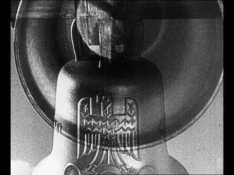 double print-shot 1936 olympic bell ringing, which features german eagle clutching the olympic rings in its talons; bell rings interspersed with... - 鳥の鉤爪点の映像素材/bロール