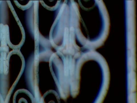 vídeos de stock e filmes b-roll de double vision effect crane up and down over painted metalwork on gate - trabalho de metal