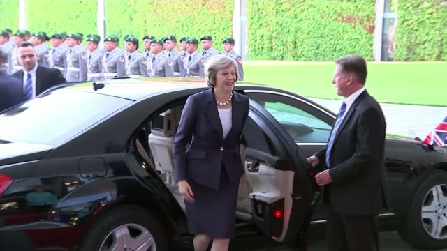 Douglas Carswell quits UKIP to become indepent MP / thousands protest Brexit in London T20071615 / TX Berlin Theresa May MP from car and greeted by...