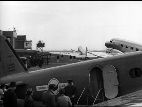 douglas dc-3 taxiing on tarmac at airport. twa airlines dc-3 airplane making turn behind united airlines aircraft boarding fg. - propeller stock videos & royalty-free footage