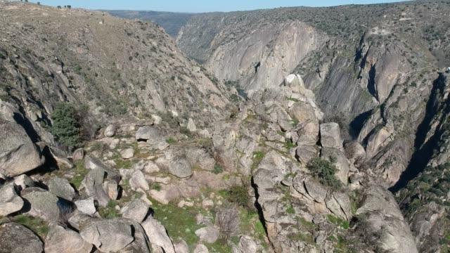 vidéos et rushes de douro river, aldeadávila de la ribera dam wall 1 - parc national