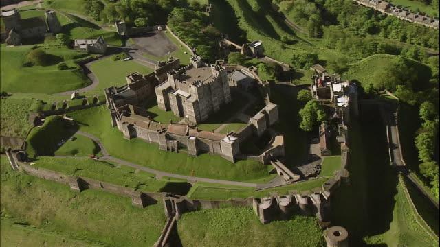 vidéos et rushes de dover castle overlooks beautiful dover, kent, england. - château