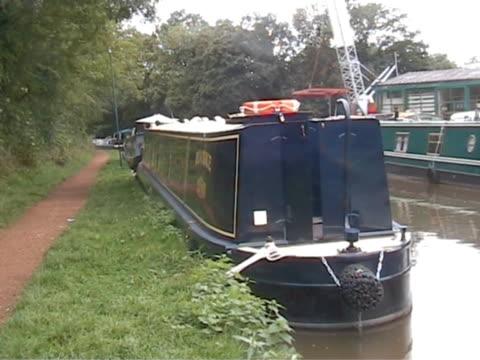 down by the canal 3 - ankrad bildbanksvideor och videomaterial från bakom kulisserna