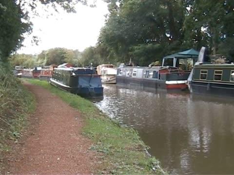 down by the canal 4  pal - ankrad bildbanksvideor och videomaterial från bakom kulisserna