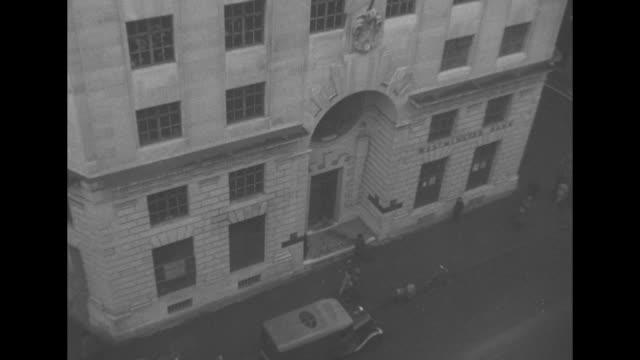 vídeos y material grabado en eventos de stock de down exterior of westminster bank building / technicians in suits developing photographs / vs technician pulling photographs from print machine;... - bombardeo de londres