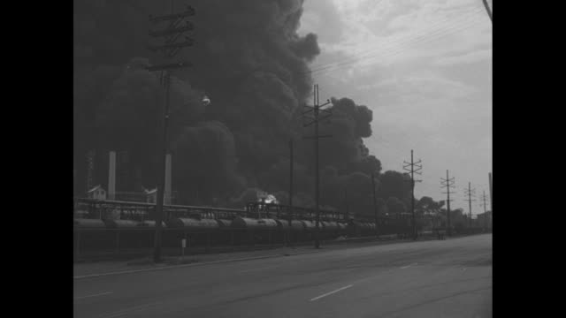 vídeos y material grabado en eventos de stock de ls down street as black smoke and fireballs engulf standard oil company refinery people stand in street / ws fireball and smoke / ws fire burns as... - paramount building