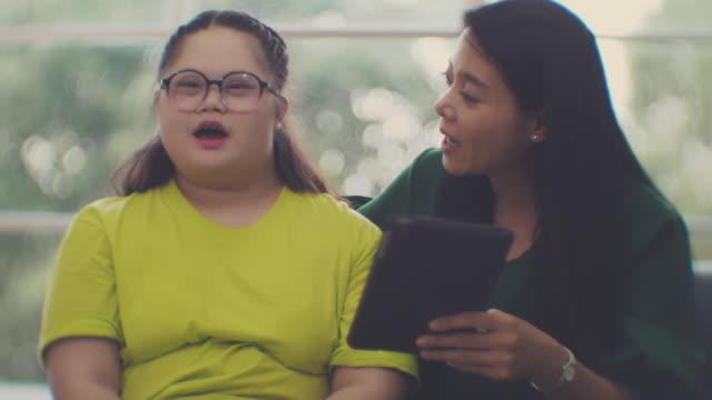 ダウン症 : 学習困難 - 注意欠陥過活動性障害点の映像素材/bロール