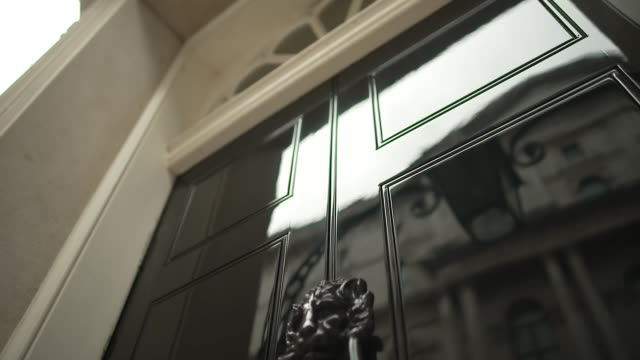 downing street 'arty' gvs; england: london: downing street: ext further 'arty' gvs of 10 downing street including slow tracking shots of front door... - letterbox stock-videos und b-roll-filmmaterial