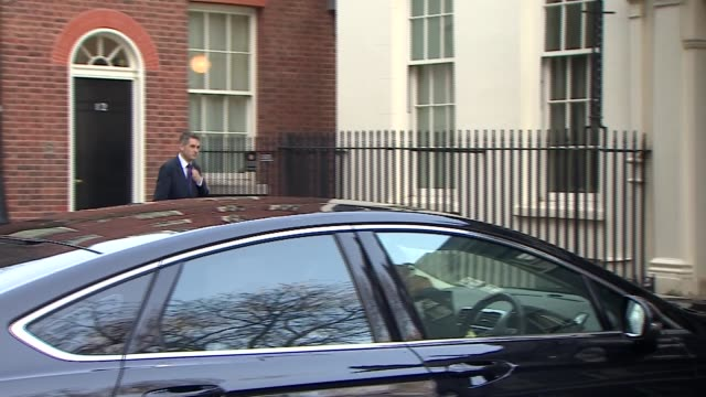 vídeos y material grabado en eventos de stock de downing street cabinet arrivals and departures england london downing street ext david davis mp along / greg clark mp / michael gove mp from car /... - amber smith