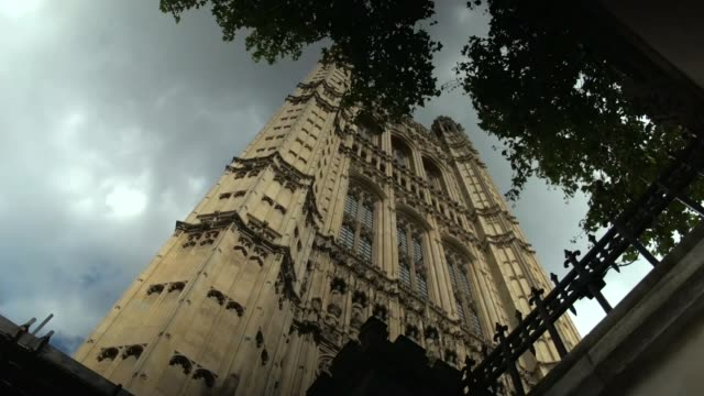 stockvideo's en b-roll-footage met downing street condemns move to refer boris johnson to police watchdog over alleged links with jennifer arcuri; england: london: westminster: ext... - victoria tower
