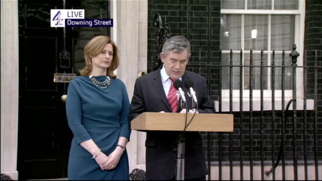 gordon brown mp making statement to press with wife sarah brown beside sot i said that i would do all that i could to ensure a strong stable and... - ゴードン ブラウン点の映像素材/bロール