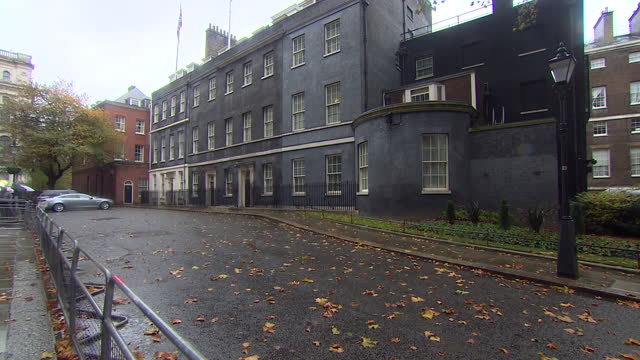 downing street on a wet day - international landmark stock videos & royalty-free footage