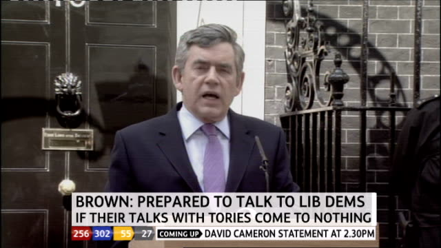 1330 1430 downing street recap of gordon brown making statement st stephen's club press gathered outside club for david cameron's statement - ジュリー エッチンガム点の映像素材/bロール