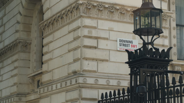 downing street road sign - downing street stock videos & royalty-free footage
