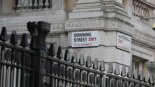 downing street shot by chris furlong general views of downing street on february 01 2013 in london england - gesamtansicht stock-videos und b-roll-filmmaterial