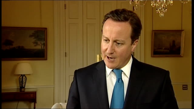 downing street summit on future of nhs: health secretary mobbed by protesters; int david cameron mp interview sot - we had a constructinve and... - 神話点の映像素材/bロール