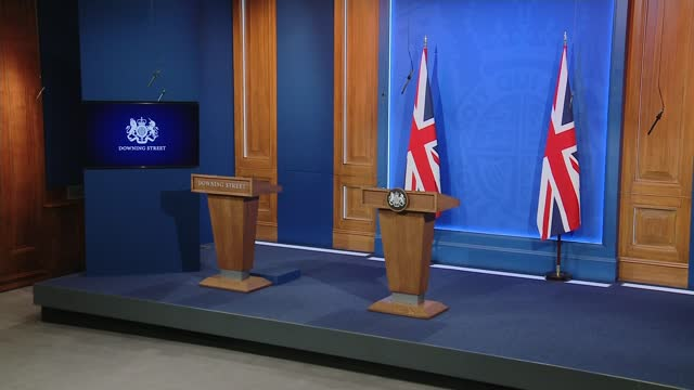 downing street televised white-house style press briefings to be scrapped; england: london: 10 downing street: int various of downing street briefing... - politics stock-videos und b-roll-filmmaterial