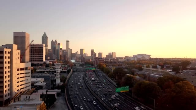downton atlanta move in - georgia stati uniti meridionali video stock e b–roll