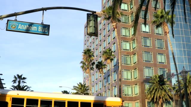 vidéos et rushes de centre-ville d'anaheim - anaheim californie