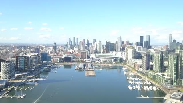downtown and harbor / melbourne, australia - anker werfen stock-videos und b-roll-filmmaterial