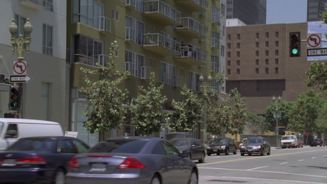 vídeos de stock e filmes b-roll de tu downtown apartment buildings / santa monica, california, united states - sul da califórnia