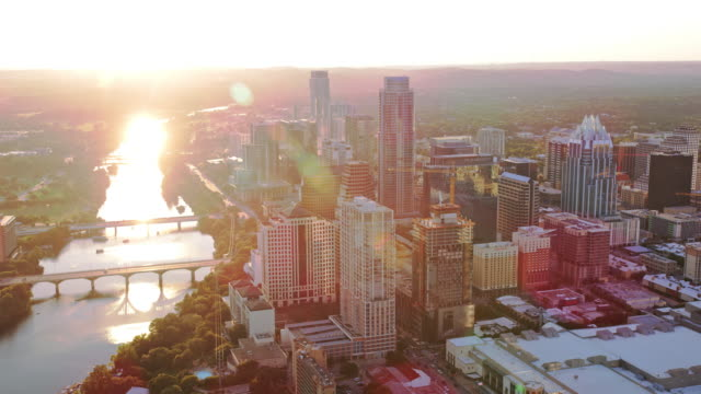 aerial downtown austin with colorado river shining in the setting sun - fiume colorado video stock e b–roll