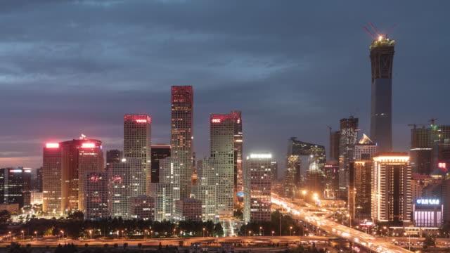 Die Innenstadt von Beijing T/L in der Nacht / Peking, China
