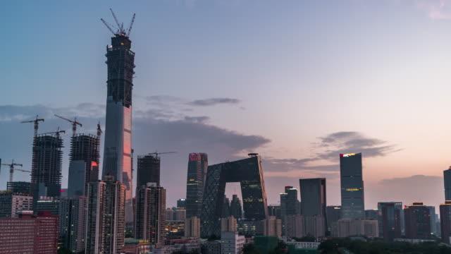 T/L schwenken Sie die Innenstadt von Peking, Tag, Nacht Übergang / Peking, China
