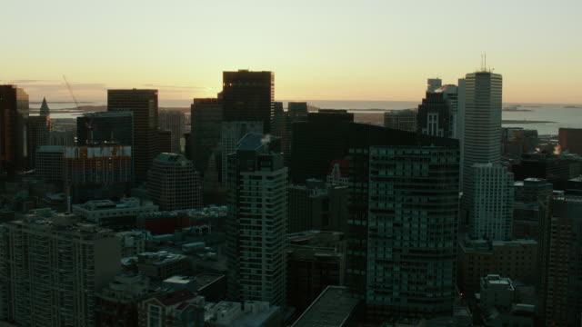 downtown boston massachusetts at sunrise - マサチューセッツ州 ボストン点の映像素材/bロール