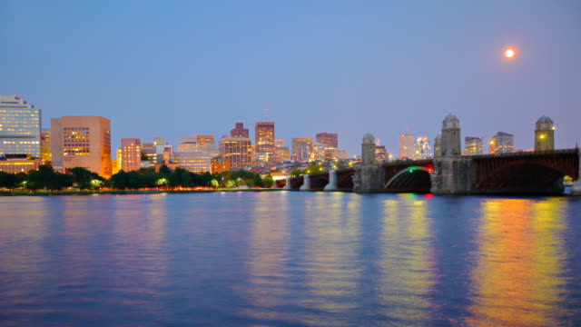 ボストンのダウンタウンの街並み - チャールズ川点の映像素材/bロール