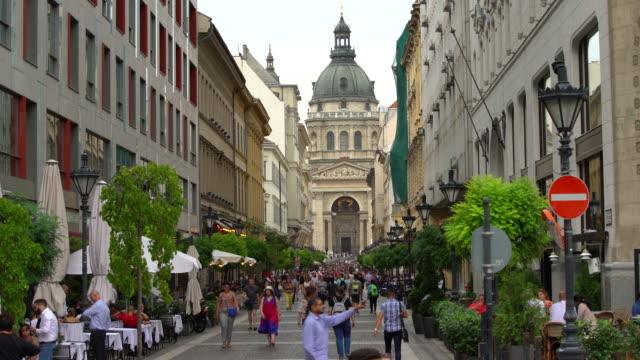 vídeos y material grabado en eventos de stock de centro de budapest con basilika, lapso de tiempo - budapest