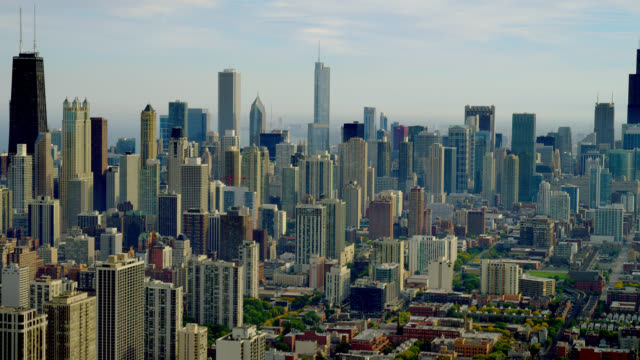 wide aerial downtown chicago cityscape - two prudential plaza stock videos & royalty-free footage
