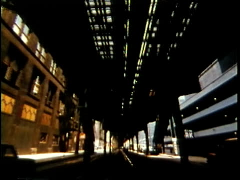 vidéos et rushes de 1963 pov downtown chicago loop from moving car / chicago, united states / audio - chicago illinois