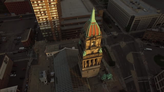 downtown detroit aerial reveal - detroit michigan stock videos & royalty-free footage