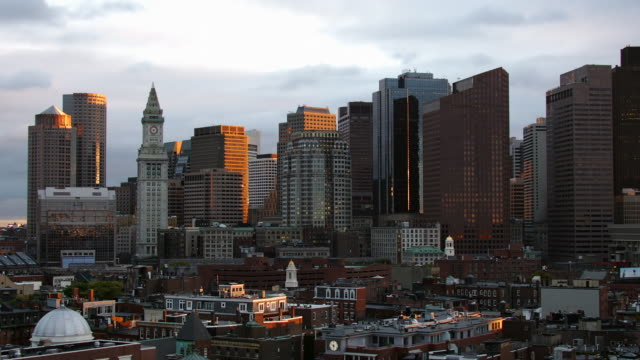 t/l ws downtown district, day to night, boston, massachusetts, usa - custom house tower stock videos & royalty-free footage