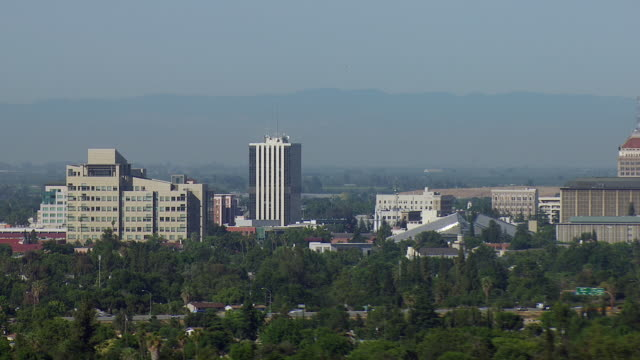 vidéos et rushes de downtown district of fresno california - fresno
