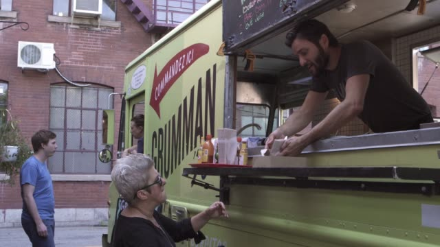 downtown food truck serving client paying contactless street food - kleinunternehmen stock-videos und b-roll-filmmaterial